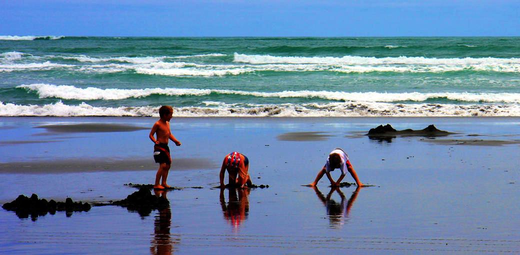Free Things To Do  Kawhia Hot Water Beach