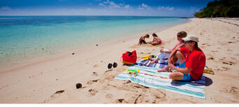 Green Island Half Day Trip + Snorkelling OR Glass Bottom Boat Thumbnail 1