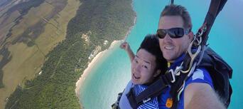Cairns Tandem Skydive up to 14,000ft Thumbnail 3