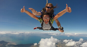 Cairns Tandem Skydive up to 14,000ft Thumbnail 1
