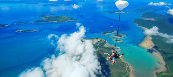 Airlie Beach up to 8,500ft Tandem Skydive Thumbnail 2
