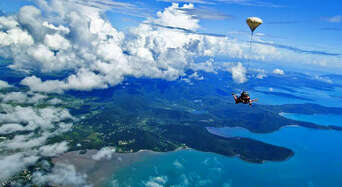 Airlie Beach up to 8,500ft Tandem Skydive Thumbnail 1