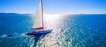 Whitsundays Overnight Sailing Experience Thumbnail 1