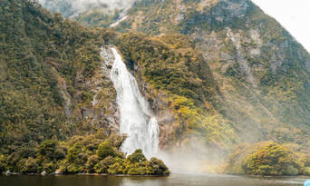 Milford Sound Coach and Cruise from Queenstown Thumbnail 3