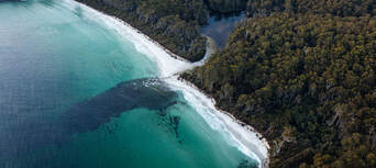 Sea Cliffs and Convicts 15 Minute Helicopter Flight Thumbnail 1