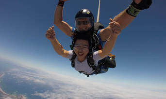 Great Ocean Road up to 15,000ft Tandem Skydive Thumbnail 2