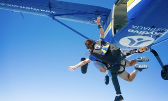 Newcastle up to 15,000ft Tandem Skydive Thumbnail 2