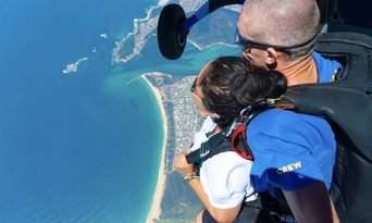 Newcastle up to 15,000ft Tandem Skydive Thumbnail 3