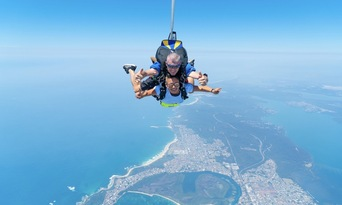 Newcastle up to 15,000ft Tandem Skydive Thumbnail 5