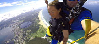 Newcastle up to 15,000ft Tandem Skydive Thumbnail 1