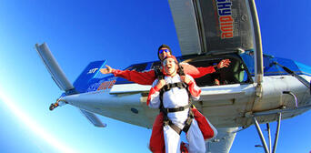 Skydive Abel Tasman 13,000ft Thumbnail 2