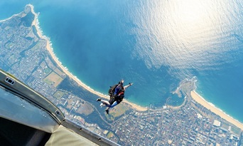Sydney Wollongong Tandem Skydive up to 15,000ft Thumbnail 1