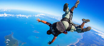 Mission Beach Tandem Skydive up to 15,000ft Thumbnail 2