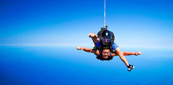 Melbourne Tandem Skydiving up to 15,000ft Thumbnail 4