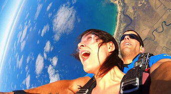 Melbourne Tandem Skydiving up to 15,000ft Thumbnail 1