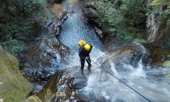 Blue Mountains Abseiling And Canyoning Thumbnail 2