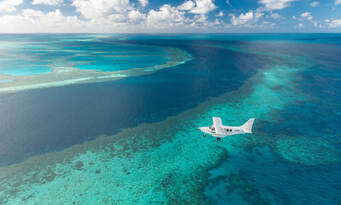 Whitsundays and Great Barrier Reef 60 Minute Scenic Flight Thumbnail 6