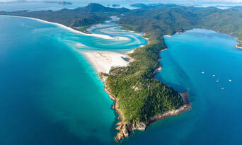 Whitsundays and Great Barrier Reef 60 Minute Scenic Flight Thumbnail 3