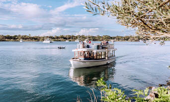 Noosa Day Tour including 2 Course Lunch and Everglades Cruise Thumbnail 2