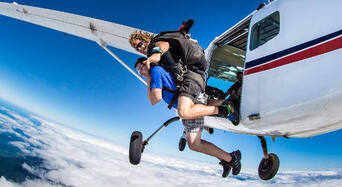 Cairns Tandem Skydive up to 8,500ft Thumbnail 1