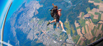 Cairns Tandem Skydive up to 8,500ft Thumbnail 6