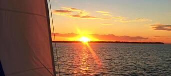 Hervey Bay Champagne Sunset Sailing Cruise Thumbnail 3