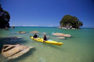 Southern Blend Kayak and Walk Afternoon Tour Thumbnail 1
