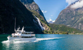 Milford Sound Small Boat Cruise Thumbnail 3