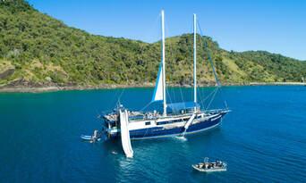 Full Day Whitsundays Sailing Adventure Thumbnail 1
