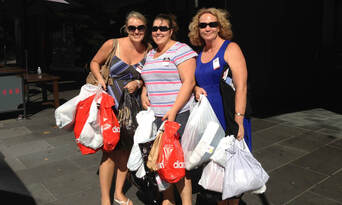 Melbourne Shopping and Champagne Sightseeing Tour Thumbnail 1