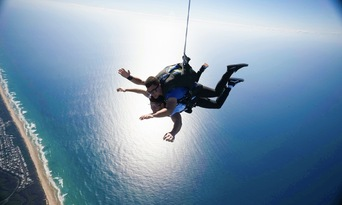 Noosa Tandem Skydive up to 15,000ft Thumbnail 4