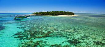 Green Island Full Day Trip + Snorkelling & Glass Bottom Boat Thumbnail 2
