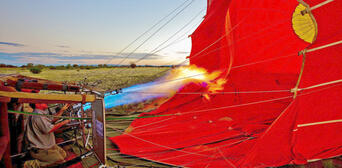 60 Minute Scenic Hot Air Balloon Flight including Sparkling Wine Thumbnail 3