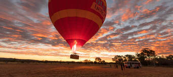 60 Minute Scenic Hot Air Balloon Flight including Sparkling Wine Thumbnail 1