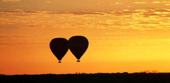 30 Minute Scenic Hot Air Balloon Flight including Sparkling Wine Thumbnail 4