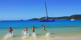 Whitehaven Beach Sailing Tour Thumbnail 1