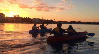 Surfers Paradise Sunset Kayaking Tour Thumbnail 1