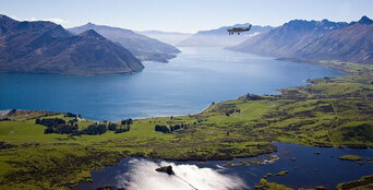 Milford Sound Coach Cruise and Flight Package from Queenstown Thumbnail 1