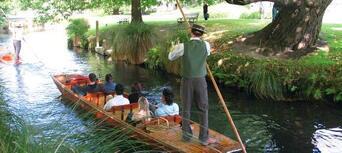 Punting on the Avon River, Christchurch Thumbnail 5