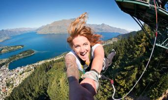 The Ledge Bungy Jump in Queenstown Thumbnail 1
