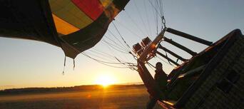 Hunter Valley 1-hour Hot Air Balloon Flight Thumbnail 3