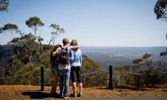 Blue Mountains, Cruise & Wildlife Park Tour from Sydney Thumbnail 5