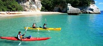 Cathedral Cove Kayaking Tour Thumbnail 6