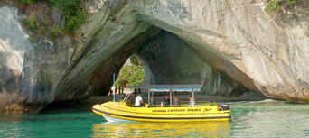 Cathedral Cove Boat Tour Thumbnail 3