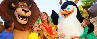 Gold Coast Theme Park and Airport Shared Transfer Package Thumbnail 2