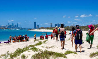 Gold Coast Kayaking and Snorkelling Tour to Wavebreak Island Thumbnail 3