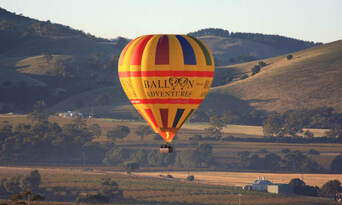Barossa Valley Hot Air Balloon Flight with Breakfast Thumbnail 6