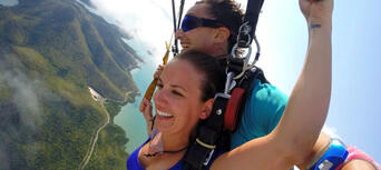 Airlie Beach up to 15,000ft Tandem Skydive Thumbnail 3