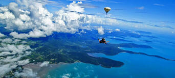 Airlie Beach up to 15,000ft Tandem Skydive Thumbnail 4