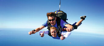 Airlie Beach up to 15,000ft Tandem Skydive Thumbnail 5